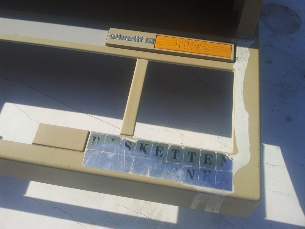 Olivetti M20 beschädigtes Gehäuse